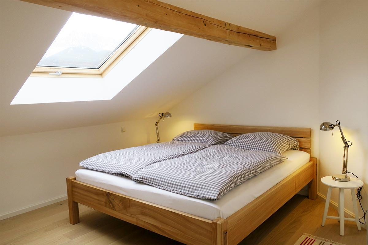 Dachgeschoss Schlafzimmer 2 Mayrhof Ferienwohnungen Mittenwald