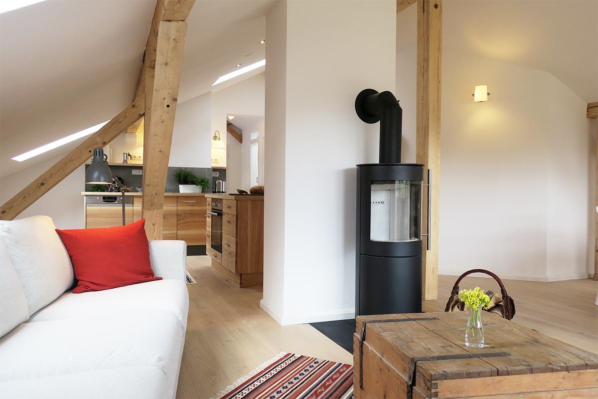 dachgeschoss-wohnzimmer-kueche - Mayrhof Ferienwohnungen Mittenwald